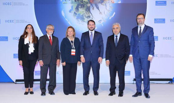 'ENERJİ TALEBİ BATI'DAN DOĞU'YA KAYIYOR'