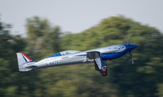 Rolls-Royce'un Tamamen Elektrikle Çalışan Uçağı Gökyüzünde