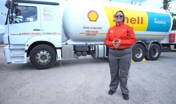 Türkiye'nin İlk Kadın LPG Tankeri Sürücüsü Göreve Başladı