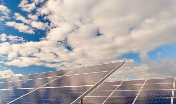 Enerji Depolama Sistemlerinin Güneş Santrallerindeki Uygulamaları class=